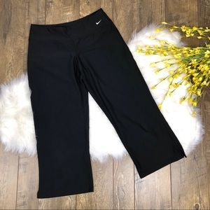 Nike Fit Dry Perfect Fit Black Capri Size Medium
